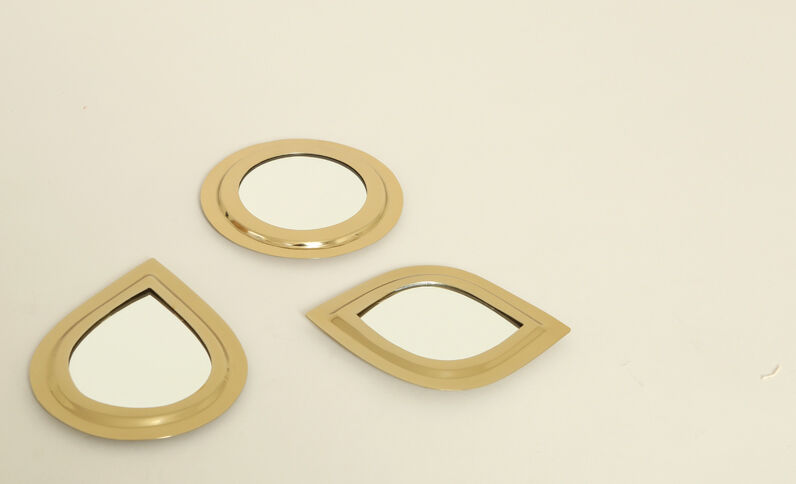 Piccolo specchio rotondo dorato