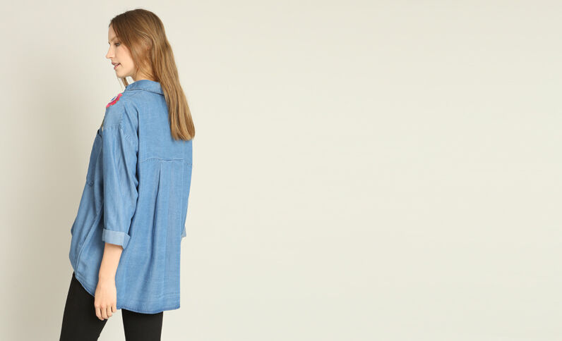 Camicia XL ricamata blu denim