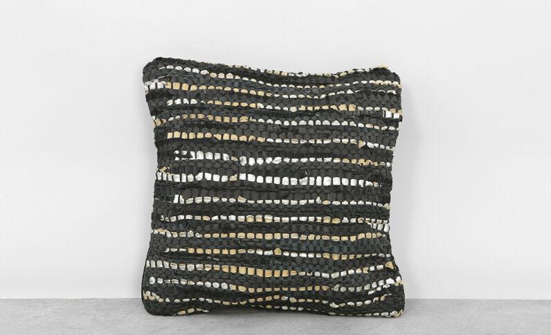 Federa per cuscino in ritagli di pelle nero