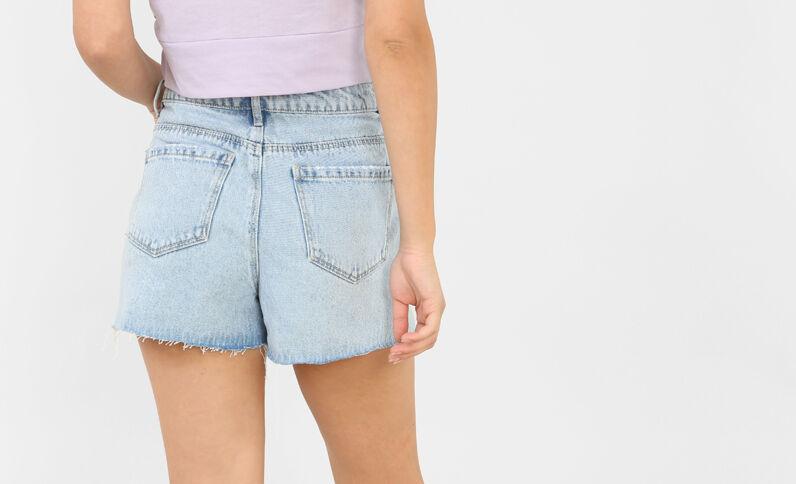 Short in jeans con ricami blu