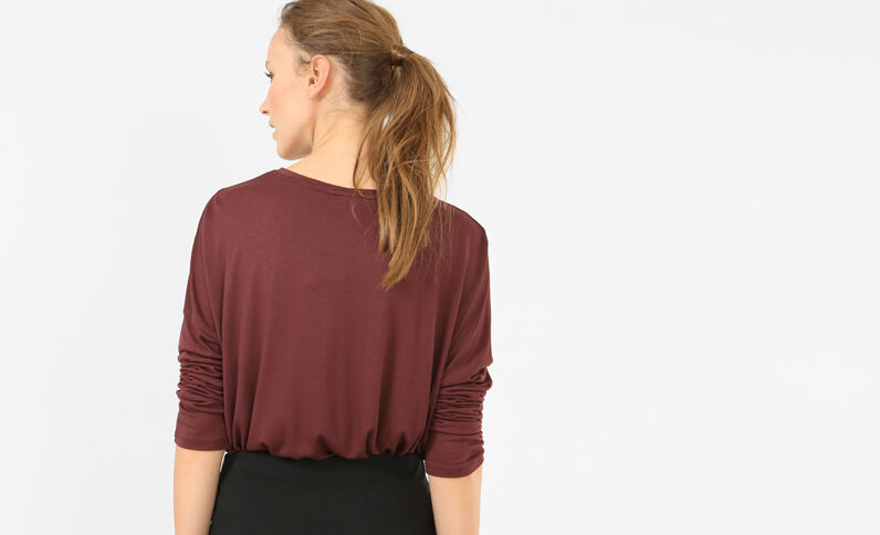 T-shirt ricamata bordeaux