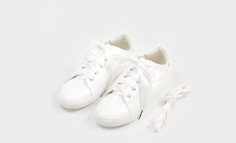 Scarpe da basket in vernice bianco