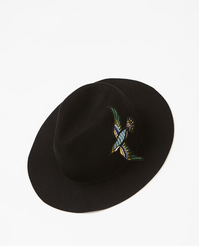 Fedora con patch ricamato nero