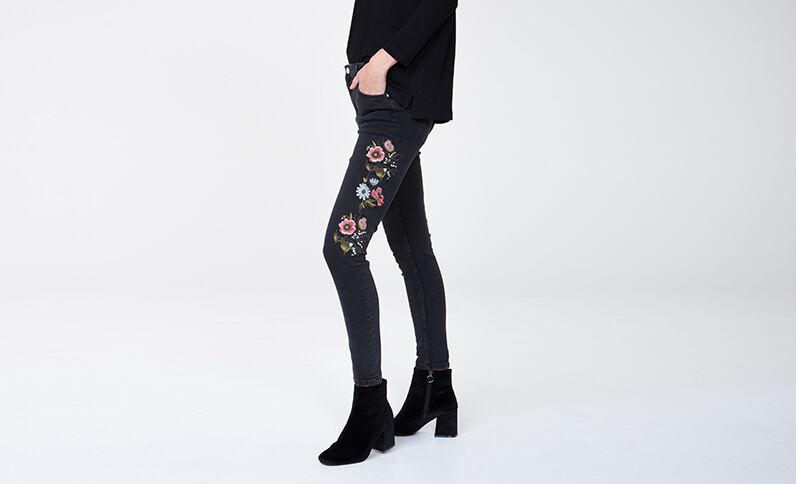 Jeans slim ricamato nero