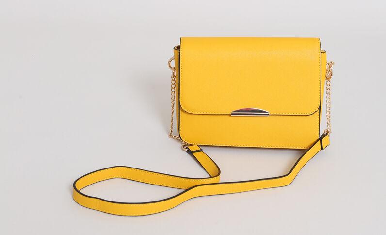 Piccola borsa boxy giallo