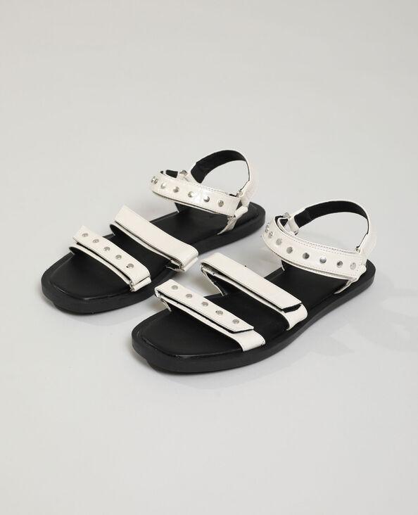 Sandali effetto coccodrillo con borchie beige - Pimkie