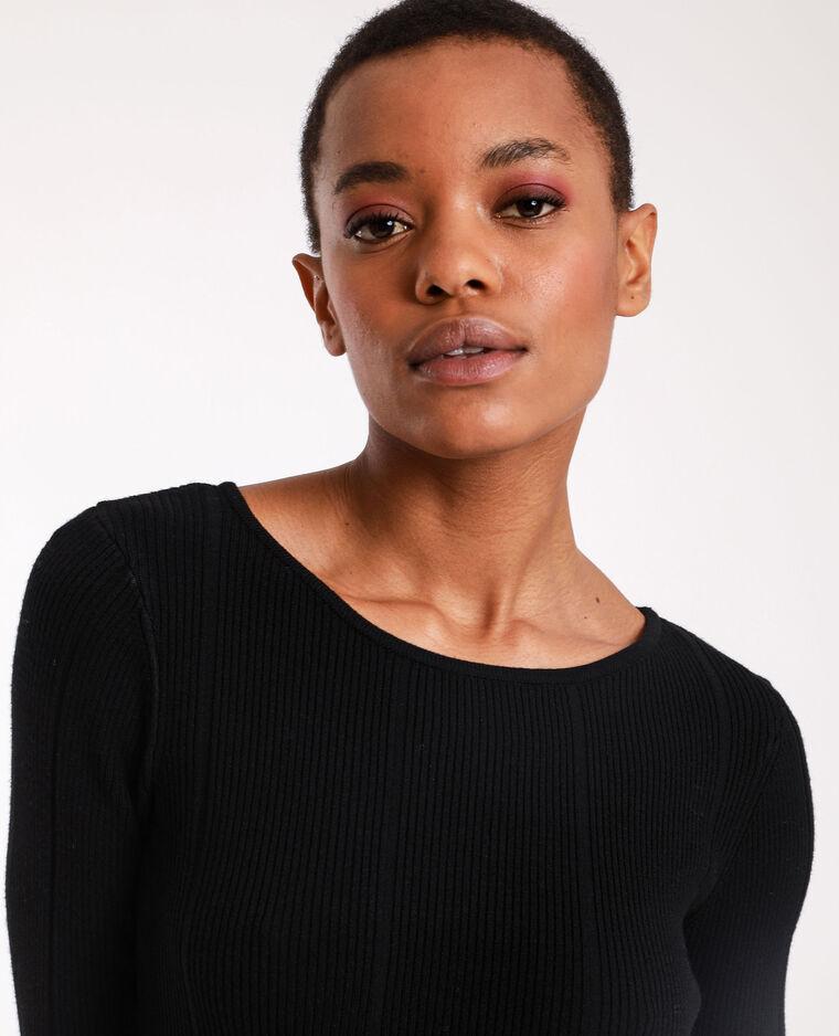 - Abito lungo in maglia. nero