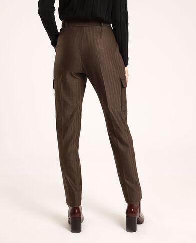 Pantalone con tasche. marrone