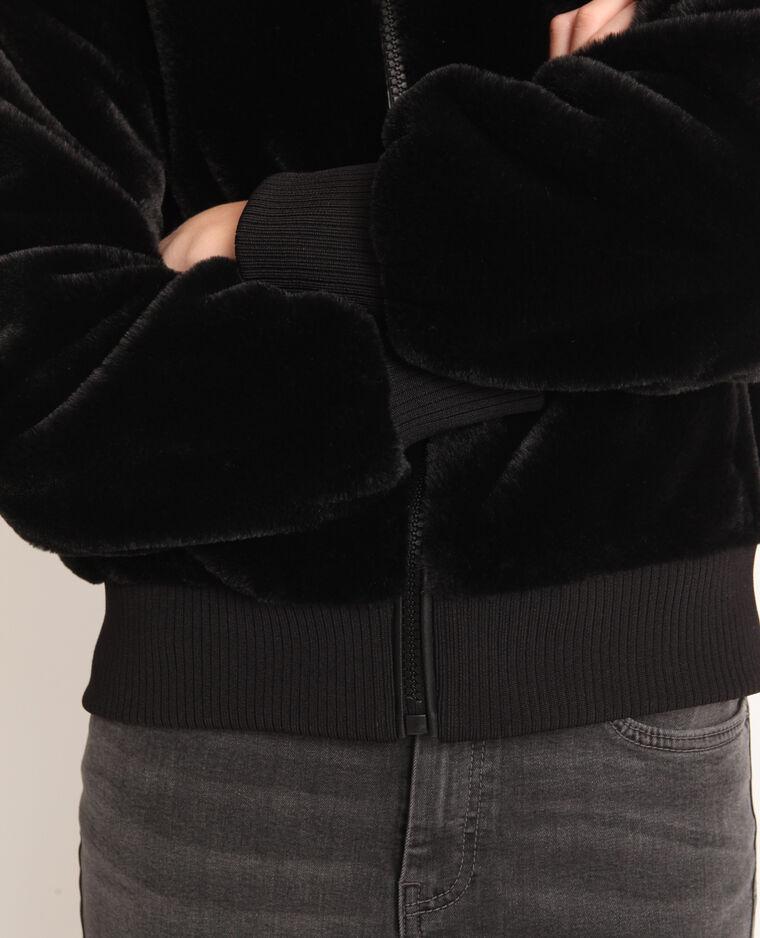 Giubbotto in pelliccia ecologica. nero