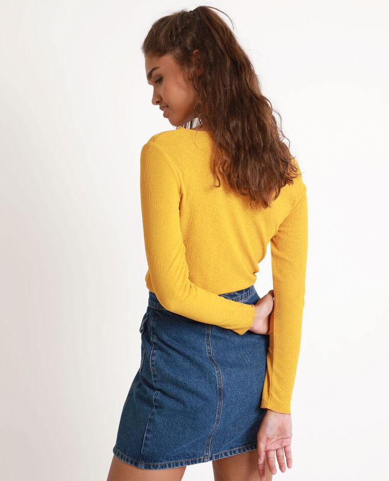 Top con nodo giallo