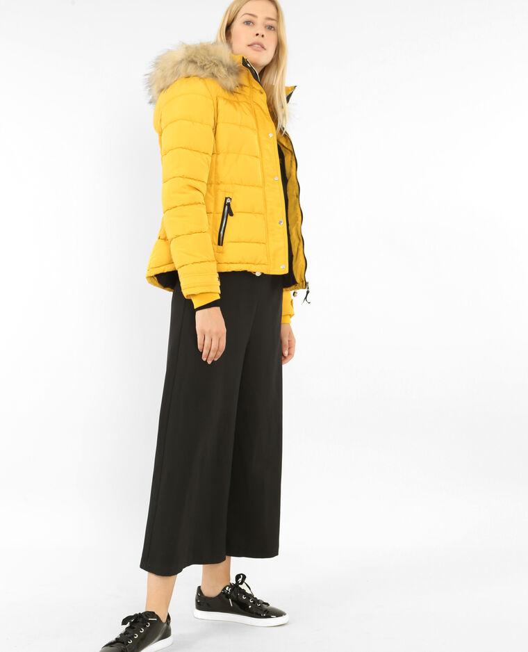 Piumino con cappuccio giallo