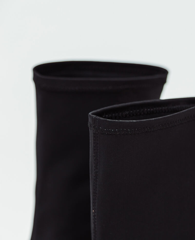 Stivaletti con tacchi a spillo nero