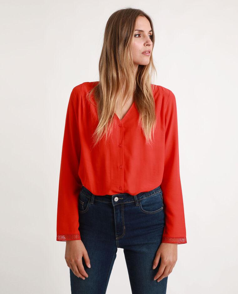 Camicia con collo a V rosso