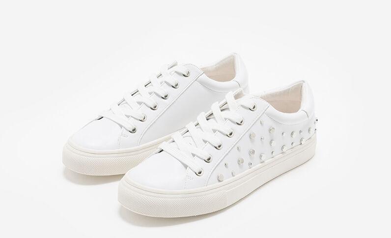 Scarpe da basket con borchie bianco