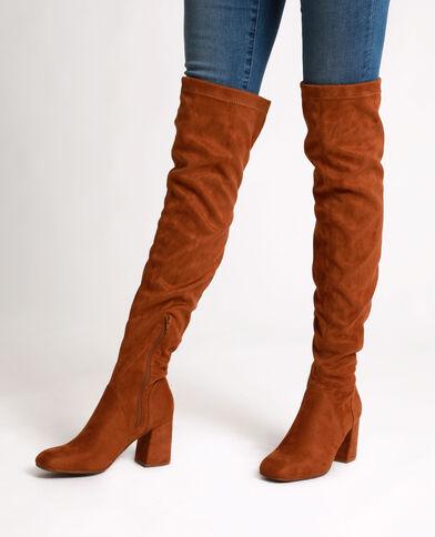 Stivali a mezza coscia con i tacchi marrone