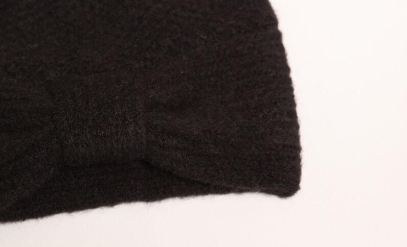 Berretto con fiocco nero