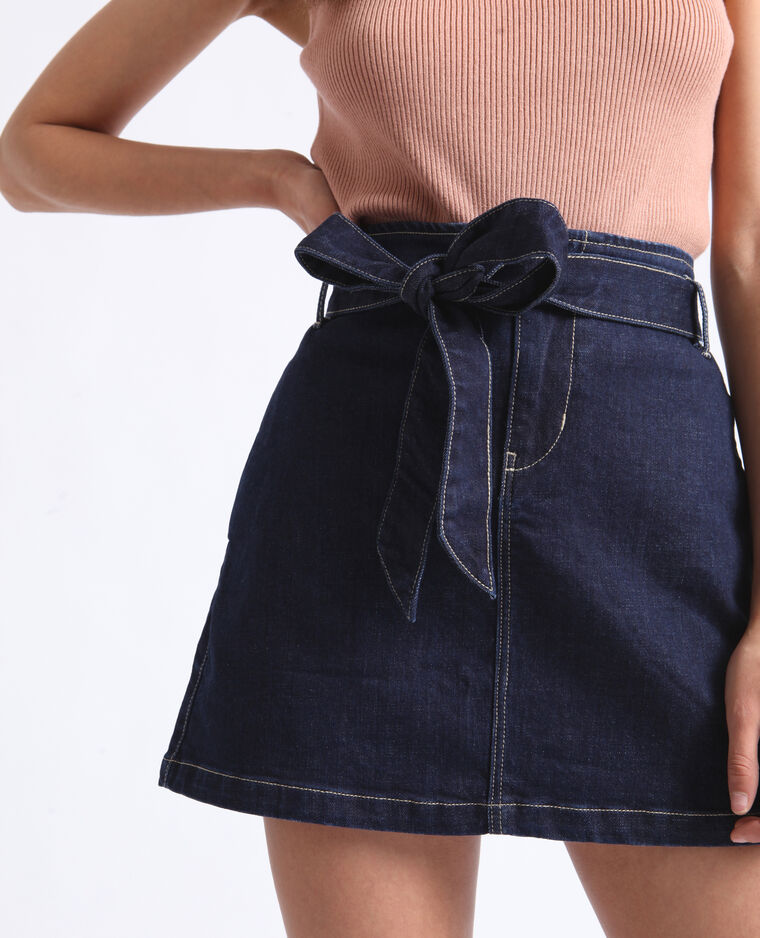 Gonna in jeans bianca con cintura blu denim