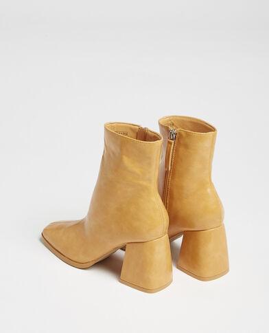 Stivali con punta quadrata mostarda
