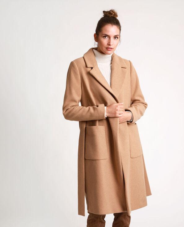 Cappotto dritto con cintura caramello