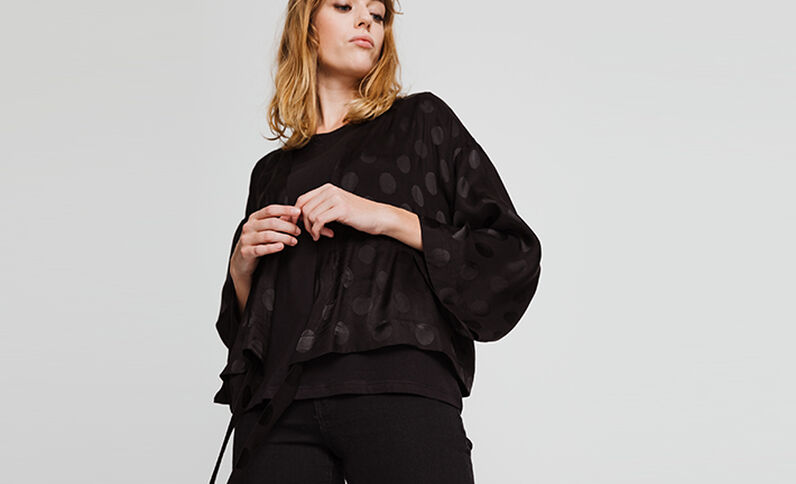 Kimono satinato nero