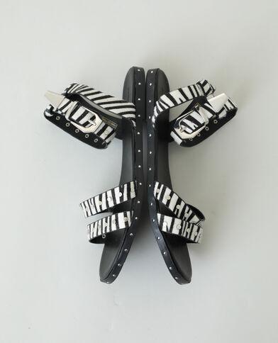 Sandali zebrati con borchie caramello