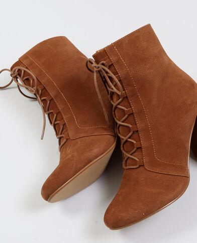 Stivali con lacci marrone