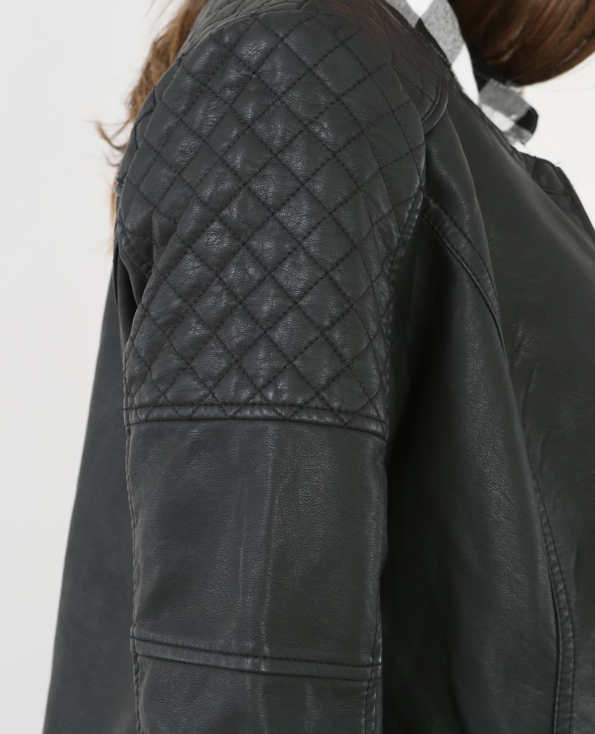Come stirare una giacca in finta pelle